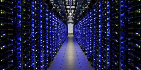 Google, Microsoft, Facebook, HP data centers - Yago Uribe