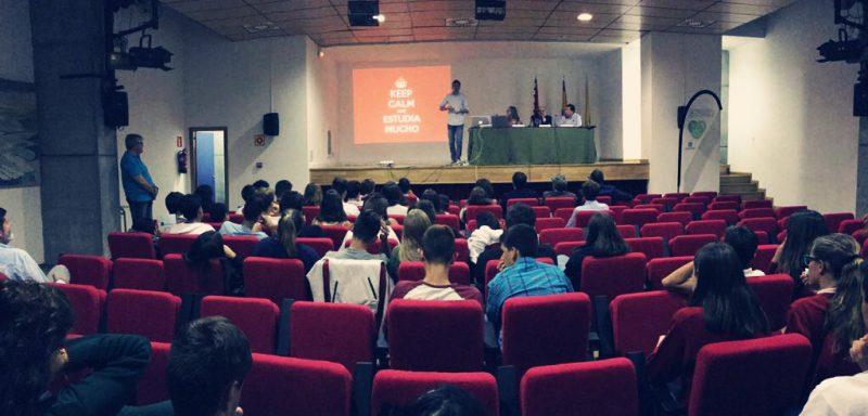 Una charla polémica - Yago Uribe
