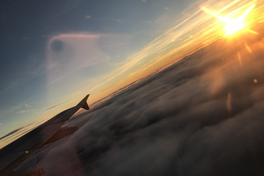 Puesta de sol sobre las nubes - Yago Uribe